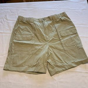 Used Croft&Barrow side elastic cargo short.